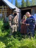 Anton-Lyikov-pomozhet-Agafe-po-hozyaystvu
